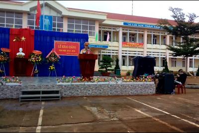 Công an huyện Đắk R'Lấp – tuyên truyền ANGT đến tập thể CB, GV, NV và tất cả các em học sinh của trường trong ngày khai giảng 5/9/2018