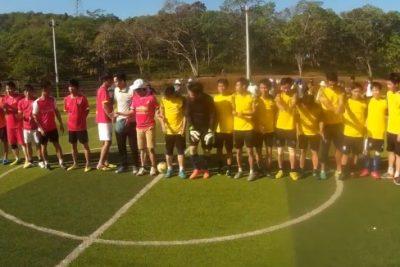 Khoảng khắc đáng nhớ khi đội nhà giành cúp vô địch giải bóng đá nam kỷ niệm 35 năm ngày nhà giáo Việt Nam 20/11/2017